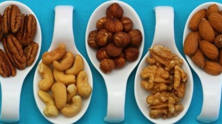 low glycaemic index foods nuts in spoons